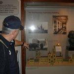 Mostrando a história do Edifício do Smithsonian Institution