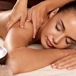 Our 4 hand massage offers a unique and absolute sensorial experience, you will surrender to the