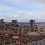 La vista sul Porto mercantile di Cagliari sempre dalla stanza.