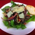 Dinner Steak salad with blue Cheese