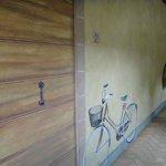走廊牆壁上的壁畫