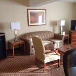 sitting area Queen suite