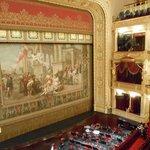 国民劇場、劇間