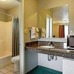 Photo de Americas Best Value Inn-Seaside North