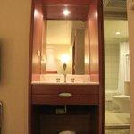 浴室ユニット以外にも部屋に洗面台がありました。