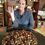 Monica con i tartufi freschi