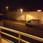 La vue d'une chambre côté commerces On est pas là pour admirer la vue donc ça ne me semble pas b