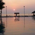 Pool beim Sonnenuntergang