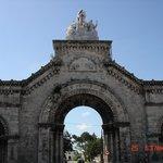 Центральные ворота кладбища.