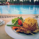 Pool side Dining!