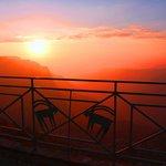 ダーナ ゲスト ハウスから眺めるダーナ谷の夕景