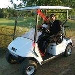 matrimonio, arrivo sposi con golf cart