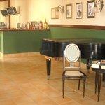 Lobby-Piano