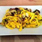 Tagliatelle with courgettes, saffron & clams