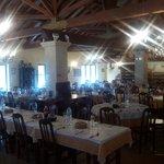 Sala ampla, ambiente acolhedor, atendimento personalizado, cozinha tradicional portuguesa... O m