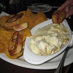 DELICIOUS ARTICHOKE DIP WITH CHIPS AND BAGUETTES