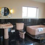 Dual aspect Bathroom