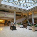 le lobby est a gauche, belle entrée