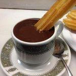 Parada para tomar um chocolate quente e comer churros