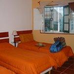 3 camas simples al frente