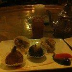 patisseries orientale et thé à la menthe dans le petit salon