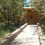 arrivée aux bungalows juxtaposés en rez de jardin