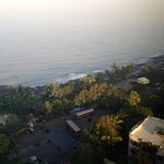 Lovely view of the Indian Ocean and the Bandra bandstand promenade.