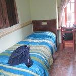Удобная кровать в теплом номере