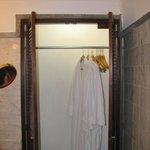 Die einzige Garderobe im feuchten Bad