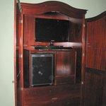 Kleiderschrank, überwiegend für Fernsehr und Minibar