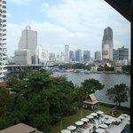 Zimmeraussicht auf Chao Phraya und Bangkok