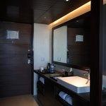 Vanity counter along the room's entrance corridor