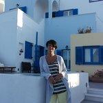 """Моя жена Аня на фоне отеля """"Афродита"""""""