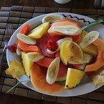 PLAT DE FRUITS AU PETIT DEJEUNER