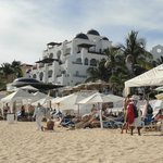 vista parcial do hotel visto da praia