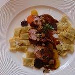 Filet de veau grillé aux bolets de Sangernboden Carottes Vichy Ravioli del Plin