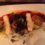 Zucchini- Couscous-Röllchen an Tomaten Sugo mit gebackenem Feta