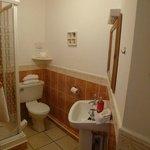 Bathroom (Room 7)