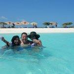 Con dos bellas Mujeres, mi Esposa y mi Cuñada, disfrutando el momento