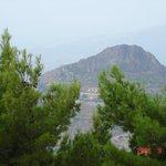 Вид с Кастельмола на округу.