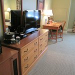 Deluxe King Room TV and Desk area