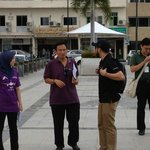 tour guides are in purple and green