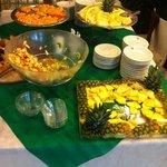 buffet frutta e dolci gratis