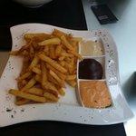 patatas del Bar a las 3 salsas