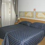 stanza con letto doppio