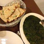 Spinach purée with potato / garlic naan