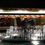 飯店門口噴水池