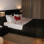 Ao chegar tinhamos petalas de rosa espalhadas pelo quarto!! :)