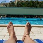 doigt de pied en éventail :)  devant la grande piscine Nahrawess