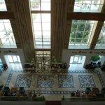 Холл отеля (фото с третьего этажа)